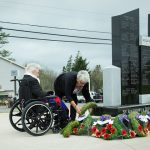 Mary Tommy and Erdine lay a wreath